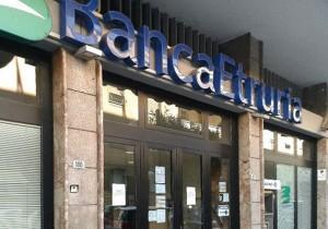 Una bomba rudimentale a banca etruria. Sul posto gli artificieri